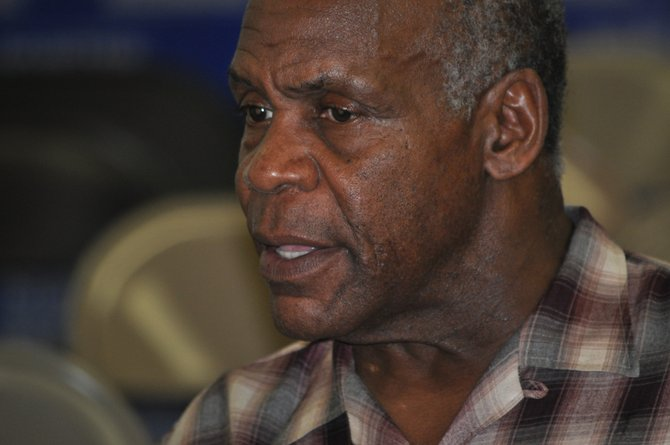 Actor Danny Glover supports Nissan workers' efforts for a union election.