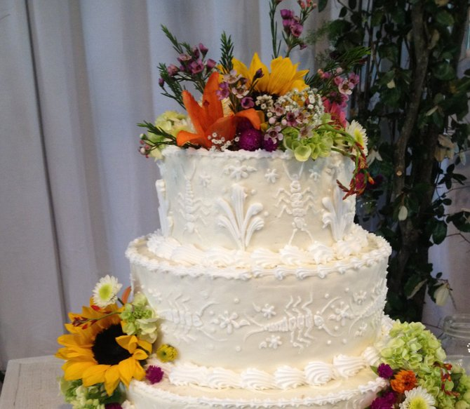 Good An Unexpected Detailu2014such As Icing Insectsu2014can Make A Traditional Wedding  Cake Unforgettable