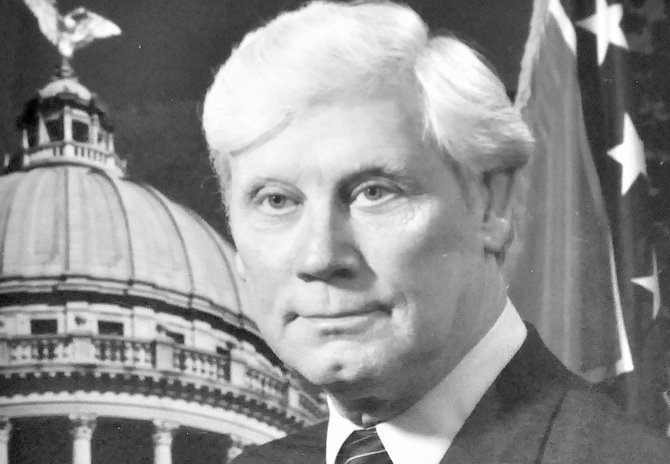 Former Mississippi Gov.  Bill Allain, who died this week, is remembered as populist despite a scandal that colored his tenure.
