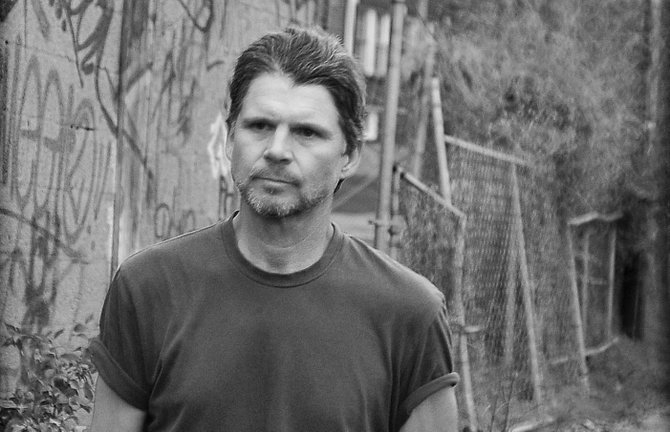 Kentucky native Chris Knight uses stories of rural America to create his music.