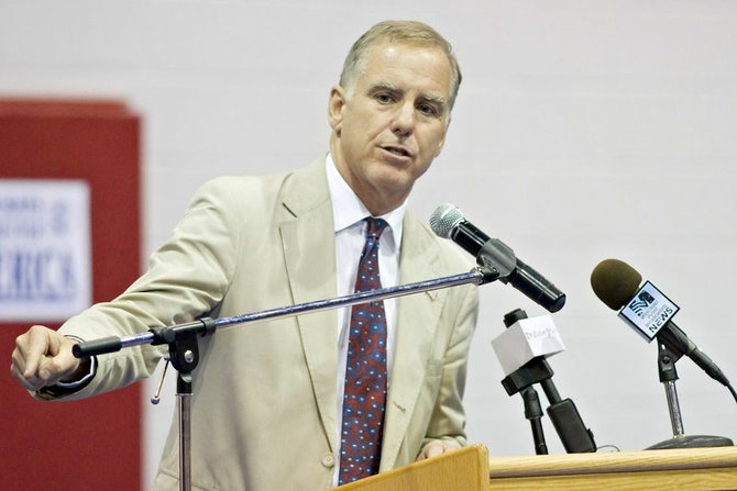 Howard Dean said that presidential hopeful Barack Obama has a chance to win Mississippi.