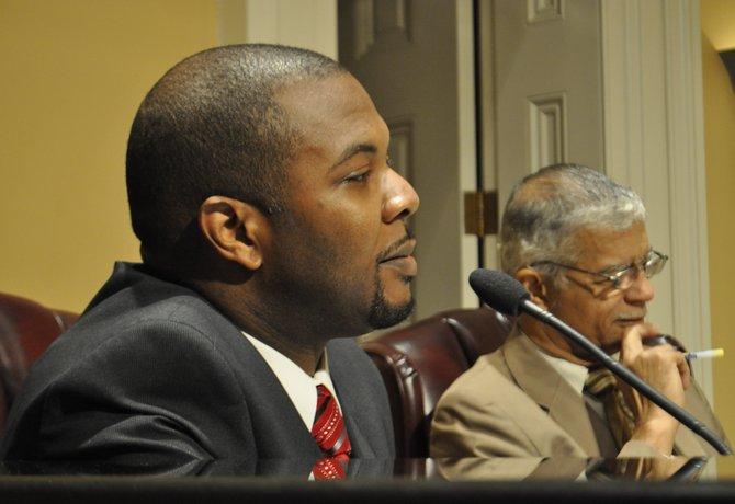 This morning, the Jackson City Council approved Synarus Green, former aide to U.S. Congressman Bennie Thompson, with a unanimous vote following an 80-minute public hearing at City Hall.