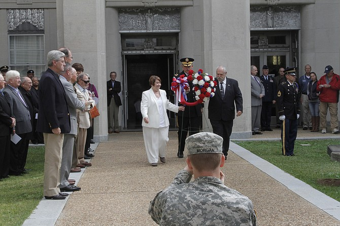 Gold Star parents Leonard and Sandra Scardino lay the wreath in honor of their son who died in service, as Gov. Phil Bryant and other leaders look on.